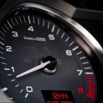 Come regolare il minimo del motore dell'auto