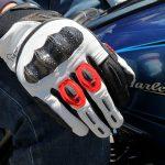 Come scegliere i migliori guanti per moto