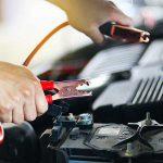 Come avviare la batteria e l'auto con un booster