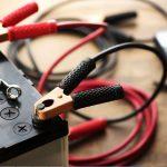 Come si ricarica la batteria dell'auto?