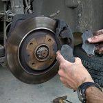 Come controllare i freni dell'auto