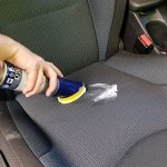 Come pulire la tappezzeria dell'auto