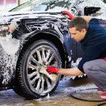 Quanto spesso dovrei lucidare o lavare la mia auto?