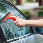 Come pulire i vetri dell'auto?