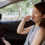 Cosa fare se si sente odore di benzina nell'auto