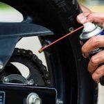Come fare la manutenzione di base a una moto