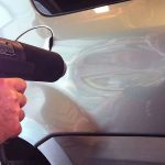 Come rimuovere un'ammaccatura dell'auto