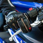 Come frenare in moto con freno anteriore o posteriore