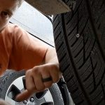 È possibile riparare un pneumatico forato da una vite?