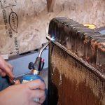 Come riparare un radiatore dell'auto che perde?