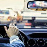 Come conviene guidare l'auto nel traffico?