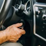 I freni funzionano se spengo il motore dell'auto?