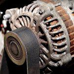 Come testare l'alternatore se si accende la spia batteria?