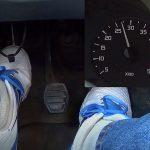 Come testare la frizione dell'auto da soli
