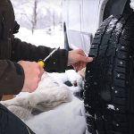 Vantaggi e svantaggi dei pneumatici chiodati